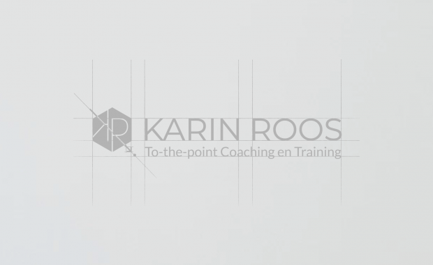 Karin-Roos--To-the-point-coaching-en-training---Logo-in-de-steigers